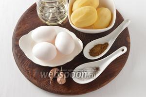Для работы нам понадобится картофель, яйца, подсолнечное масло, чеснок, соль, чёрный молотый перец, приправа для картофеля.