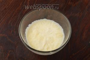 20 грамм желатина залить 100 мл холодного кипячёного молока и оставить на 15 минут.
