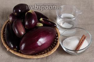 Для приготовления баклажанных коржей потребуются следующие ингредиенты: баклажаны, сахар, вода и корица.