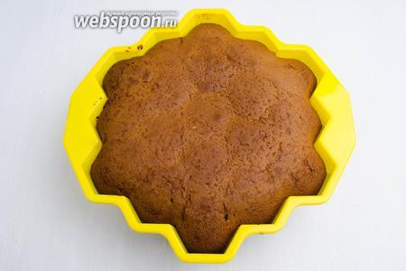 Пирог вынуть из духовки. Остудить в форме.