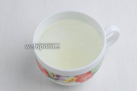 Вскипятить воду (200 мл), добавить сахар (1 ст. л.). Перемешать до растворения сахара. Добавить сок лимона (1 ст. л.). Пропитка готова.
