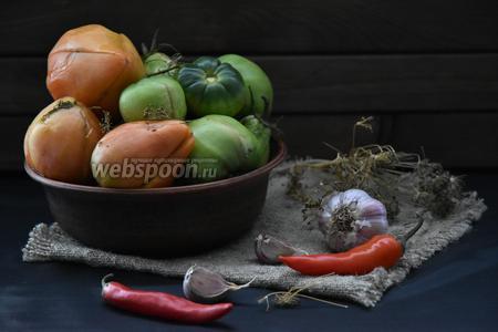 Далее перенести помидоры и хранить в прохладном месте. Помидоры готовы к употреблению уже на пятый день. Если помидоры крупные, — то на десятый день.