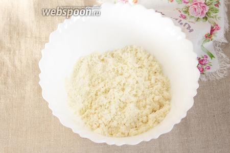 Сухую смесь перемешать со сливочным маслом (2 ст. л.) комнатной температуры.
