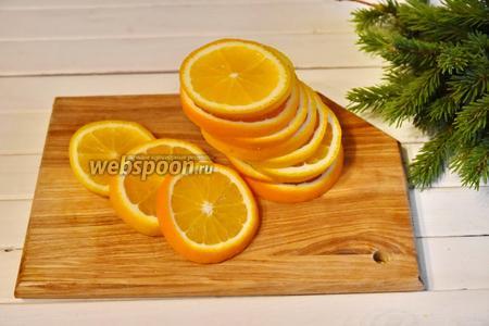 Апельсины хорошо помыть и нарезать кружочками, толщиной 5 мм. Получившиеся дольки взвесить. У меня с 2 апельсинов получилось 320 грамм.