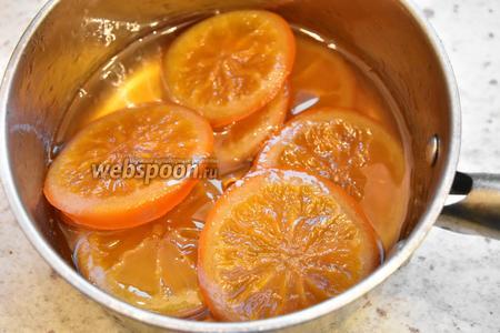 Уваривать апельсины до полного выпаривания воды, на медленном огне, контролируя густоту сиропа. У меня ушло 2,5 часа.