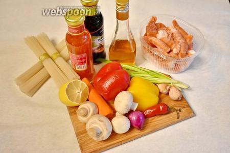 Подготовить продукты по списку: рисовую лапшу, креветки, болгарский перец, шампиньоны, имбирь, чеснок, перец чили, морковь, зелёный лук, соус Терияки, кисло-сладкий соус, кунжутное масло.