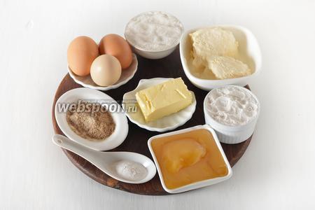 Для приготовления коржа нам понадобится мука, сахар, яйца, специи для пряников, мёд, сливочное масло, сметану, разрыхлитель, какао.