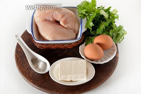 Для приготовления рулетиков нам понадобится куриное филе, яйца, плавленый сыр, петрушка, соль, чёрный молотый перец.