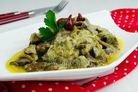 Фото рецепта Куриные сердечки с грибами в сметане