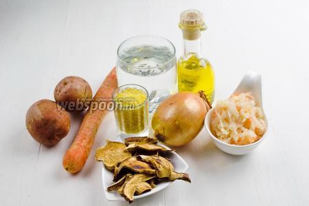 Чтобы приготовить капустняк, нужно взять воду, сушёные белые грибы, картофель, лук, морковь, квашеную капусту, подсолнечное масло, пшено, петрушку, соль, перец.