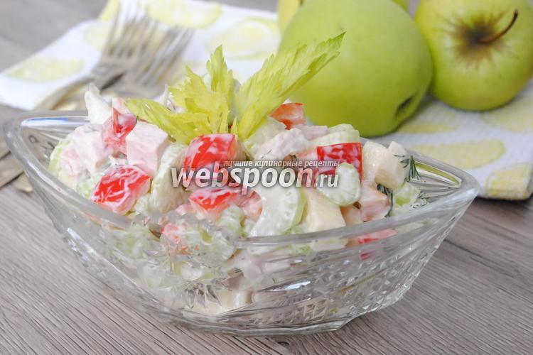 Фото Салат с сельдереем, яблоком и курицей