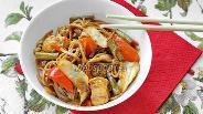 Фото рецепта Гречневая лапша с курицей и овощами