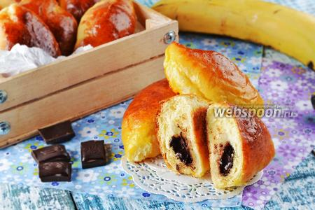 Фото рецепта Булочки с бананом и шоколадом