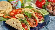 Фото рецепта Тортилья с курицей и сыром