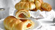 Фото рецепта Дрожжевые рогалики с мармеладом
