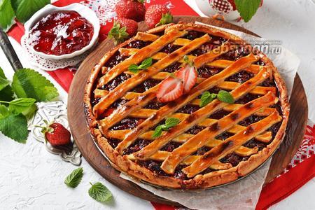 Фото рецепта Пирог с клубничным вареньем