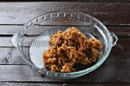 Отвар слить (его можно использовать как напиток), а яблоки пропустить через мясорубку.