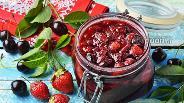 Фото рецепта Варенье из клубники и вишни