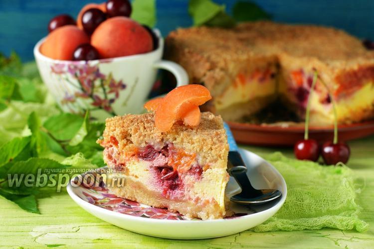 Фото Пирог с вишней и абрикосами