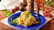 Фото рецепта Салат с яичными блинчиками и луком