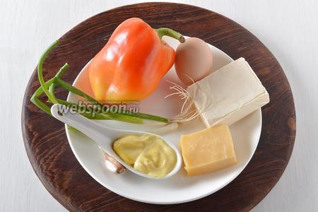 Для работы нам понадобится сладкий перец, твёрдый сыр, плавленый сыр, майонез, чеснок, яйца, зелёный лук.