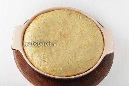 Готовить в предварительно разогретой до 180°С духовке 30-35 минут. Блюдо готово к подаче.