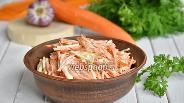 Фото рецепта Салат из моркови и плавленного колбасного сыра