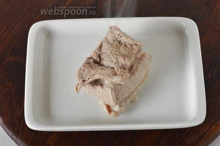 30 грамм мяса отварить до готовности в слегка подсоленной воде.