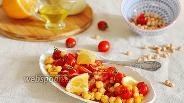 Фото рецепта Салат из нута и помидоров, заправленный тахини