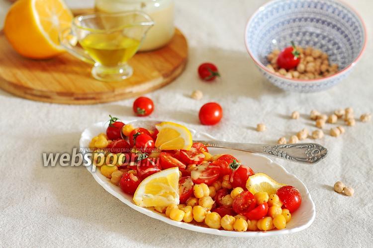 Фото Салат из нута и помидоров, заправленный тахини