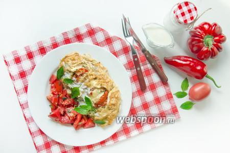 Куриное филе с томатами и болгарским перцем, запечённое в тесте фило