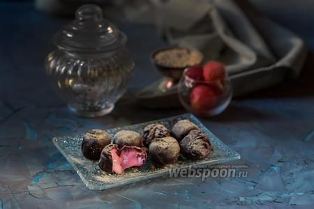 Клубничные конфеты с двойным шоколадом