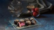 Фото рецепта Клубничные конфеты с двойным шоколадом