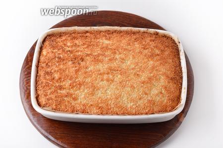 Выпекать при 180°С 20-25 минут до золотистого цвета сверху. Песочный банановый пирог готов.