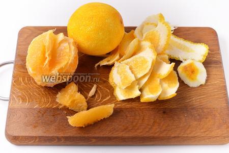 Филировать апельсины. Сохранить весь сок, котрый будет выделяться.
