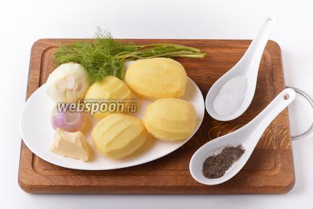Тем временем можно приготовить начинку. Для начинки нам понадобится картофель, лук, сливочное масло, соль, чёрный молотый перец.