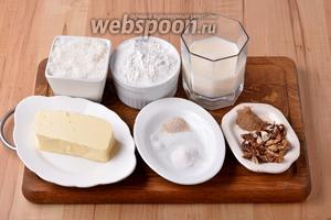 Для работы нам понадобится мука, сахар, сливочное масло, молоко, грецкие орехи, молотая корица, разрыхлитель, соль, сухие дрожжи.