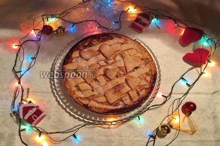 Пирог готов! Достаём из духовки. Выкладываем на тарелочку, посыпаем сахаром по вкусу и подаём на стол! Приятного аппетита! Советую приготовить всем!