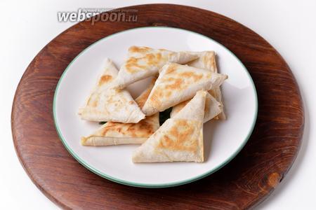 Блюдо готово к подаче. Такой лаваш можно подать с горячим чаем, интересными соусами или даже к супу или борщу.