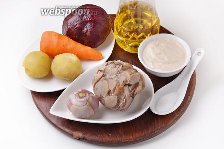 Для работы нам понадобится свёкла, картофель, морковь, лук репчатый, солёные огурцы, постный майонез, замороженные белые грибы, соль, подсолнечное масло.