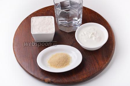 Для приготовления сливочного слоя нам понадобится сахар, желатин, вода, жирные сливки.