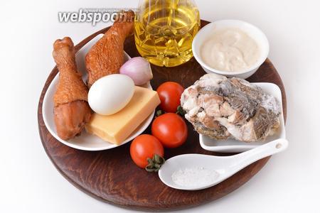 Для приготовления салата нам понадобятся 2 копчёные голени (можно взять окорочок или грудку), яйца, репчатый лук, помидоры, твёрдый сыр, майонез (у меня  майонез с зёрнами горчицы ), соль, подсолнечное масло, белые грибы (у меня замороженные).