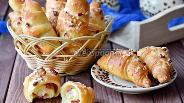 Фото рецепта Рогалики из творожного теста с сыром и салями