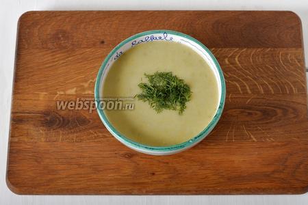 Суп готов. Подавайте такой суп, посыпав измельчённым укропом, с сухариками и варёными яйцами.