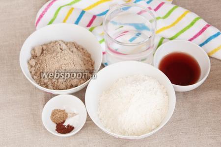 Для того, чтобы приготовить печенье из льняной муки, потребуются следующие ингредиенты: льняная мука, пшеничная мука, фруктовый сироп, вода питьевая, молотые кардамон и корица, ванилин.