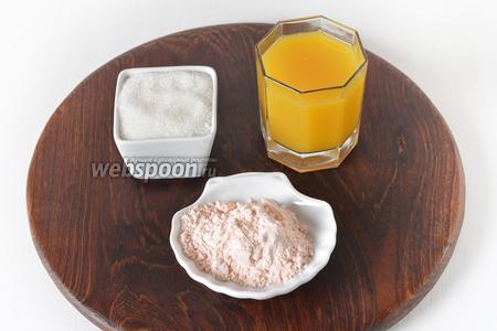Для приготовления апельсинового слоя нам понадобится апельсиновый сок, сахар, апельсиновый кисель (3 пачки, каждая пачка по 40 грамм, рассчитанная на 500 мл жидкости).