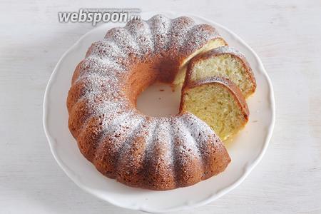 Затем перевернуть, достать из формы и подождать пока полностью остынет. При подаче можно присыпать сахарной пудрой.
