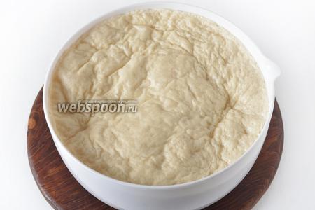 Тесто готово в тот момент, когда после максимального поднятия оно начнёт опадать.