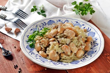 Капуста тушёная с грибами и фасолью