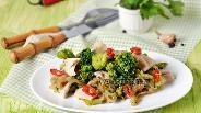 Фото рецепта Салат с брокколи и курицей